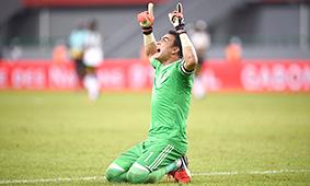 عصام الحضري حارس المنتخب المصري على موعد مع التاريخ