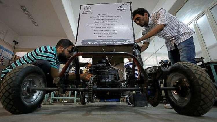 طلاب مصريون يصممون «سيارة» تعمل بالأوكسجين المضغوط
