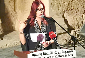 الشاعرة ماجدة داغر في جرش: مسرح الوقوف المهيب أمام التاريخ الملهم