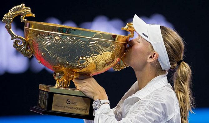 فوزنياكي تحرز لقب دورة بكين