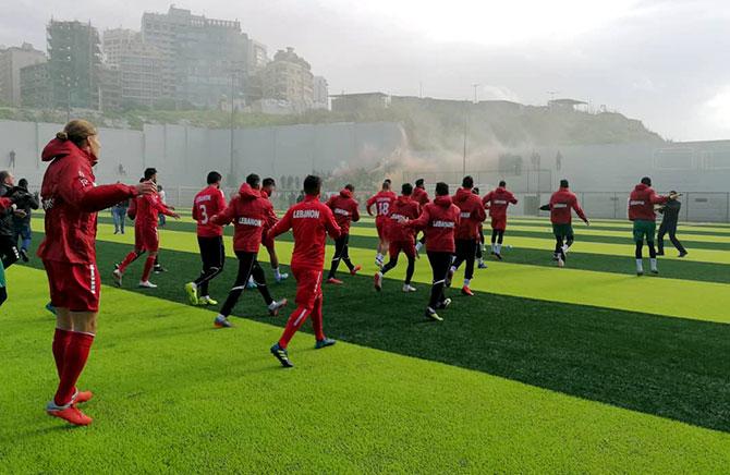 منتخب لبنان تمرّن امام مشجعيه وسافر الى الامارات للمشاركة في كأس آسيا