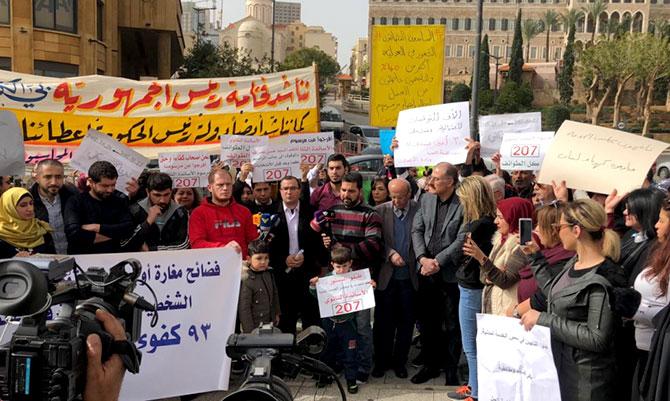 الناجحون في مباريات مجلس الخدمة المدنية يعتصمون احتجاجا على تجميد ملفاتهم برئاسة الجمهورية