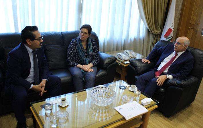 أبو سليمان بحث مع الأونروا خطة وزارة العمل لتنظيم اليد العاملة