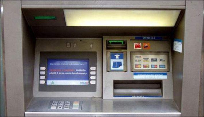 رواتب موظفي القطاعين العام والخاص مؤمنة في الصرافات الآلية للمصارف