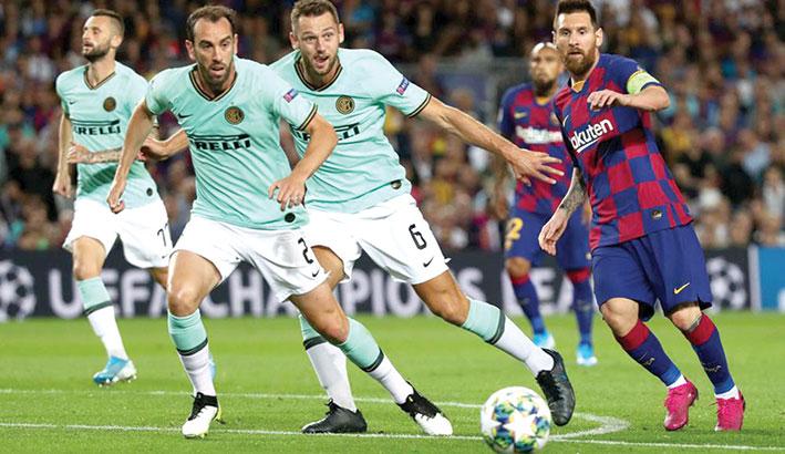 كرة القدم / دوري أبطال أوروبا - أنتر يواجه برشلونة للتأهل ودورتموند يترقب