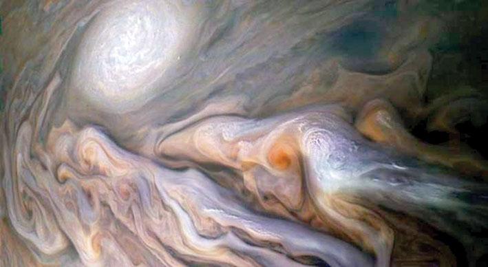 ناسا تنشر صورة لعواصف المشتري