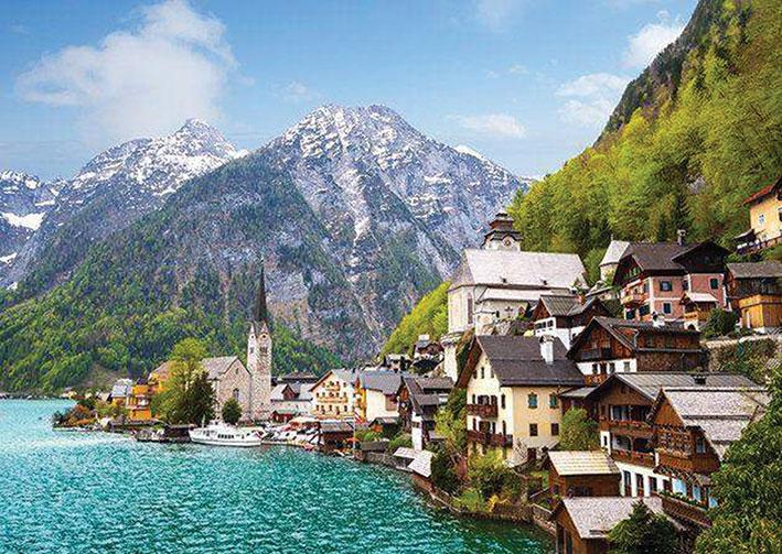 قرية هالستات النمساوية تسعى لخفض أعداد السياح والسبب؟