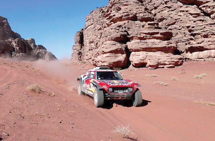 رالي دكار الصحراوي - النسخة الـ42 ساينز ينتزع صدارة السيارات