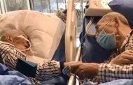 زوجان مسنان يودّعان بعضهما بطريقة مؤثّرة بعد إصابتهما بـ«كورونا»
