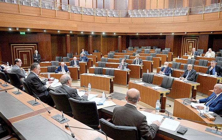 لجنة الإدارة  تبحث وضع ضوابط استثنائية على التحاويل