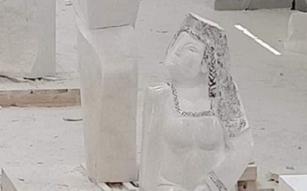 مصمم التمثال المثير للجدل في مصر يرد على منتقديه
