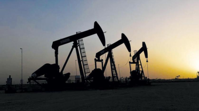النفط يهبط مع تهديد ارتفاع إصابات كورونا لتعافي الطلب