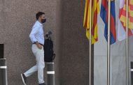 حملة سحب الثقة تقترب من هزيمة رئيس برشلونة