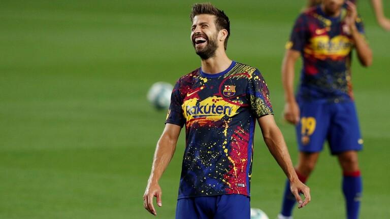 جيرارد بيكيه يساند إدارة برشلونة لإنقاذ النادي