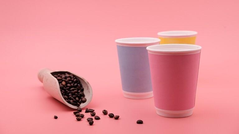 ماذا يحصل إذا شربنا القهوة في أكواب ورقية ؟
