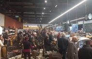 إقبال كثيف على شراء المواد الغذائية وطوابير أمام الأفران ومحال بيع الغاز