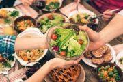 هل صحيح أن الأكل بعد الساعة 6 مساء مضر؟