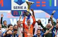 إنتر ميلان يرفع كأس الدوري الإيطالي للمرة الـ19 في تاريخه