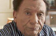 عادل إمام غير مصاب بفيروس «كورونا»