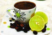 إضافة الليمون إلى القهوة تضاعف فائدتها