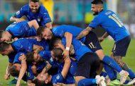 ثنائية لوكاتيلي تقود إيطاليا إلى دور 16