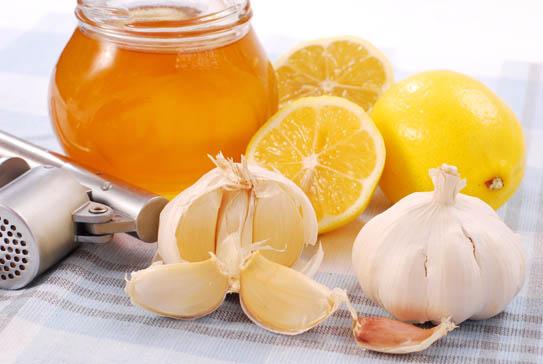 مزيج الثوم والليمون والزنجبيل... مشروب سحري يقي من أمراض خطيرة