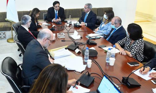 اجتماعات في السراي حول مرفأ بيروت والبطاقة التمويلية وقرض البنك الدولي
