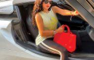 هيفاء وهبي تستعرض سيارتها الفارهة