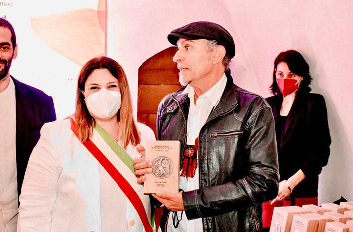 مروان نحلة ينال الجائزة الأولى عن اللوحة التشكيلية في معرض ايطالي وروجيه مكرزل الجائزة ال3 عن التصوير الفوتوغرافي